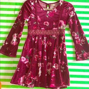 Girls 🎀 wine floral dress 👗 velvet feel.